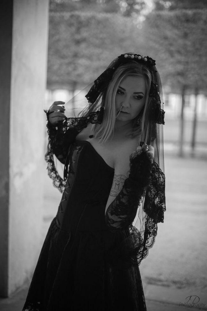 Photo von LADY OF THE SHADOWS